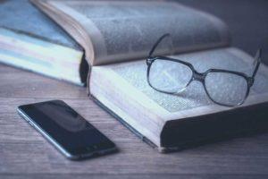 iphone-desk-smartphone-mobile-writing-screen-674246-1